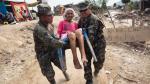 Doña Natividad Medrano (94) perdió su casa en el asentamiento humano Las Brisas. Los militares la trasladaron a la zona más segura. Foto: Roberto Cáceres