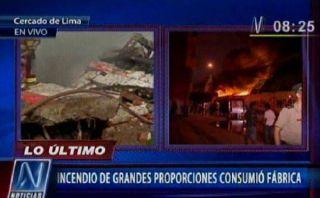 Incendio destruyó tres almacenes en el Cercado de Lima