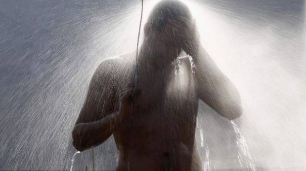 Municipio holandés aconseja orinar en la ducha para ahorrar agua