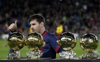 Lionel Messi ofreció sus cuatro Balones de Oro al Camp Nou