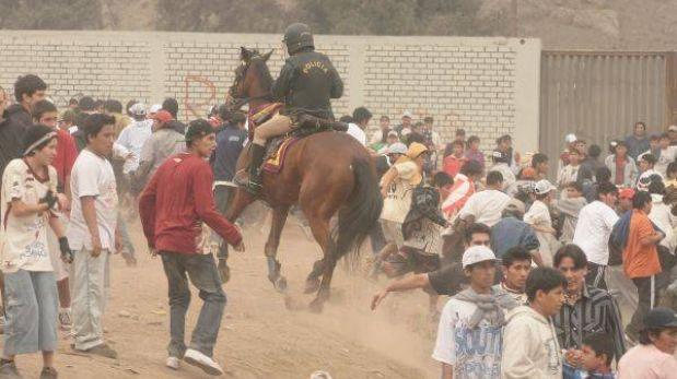 Yegua herida en el Monumental murió y su jinete se recupera en el hospital