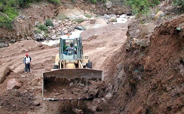 Caída de huaicos deja incomunicados a cuatros distritos en Arequipa
