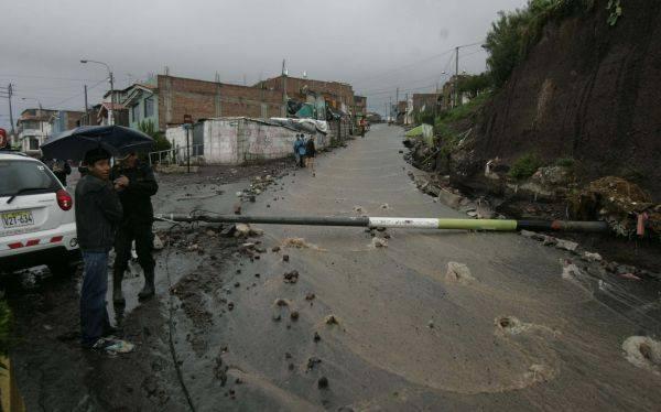 Murieron cuatro personas debido a las torrenciales lluvias en Arequipa
