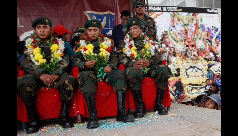 FOTOS: Soldados bolivianos que estuvieron detenidos en Chile fueron recibidos como héroes en su país