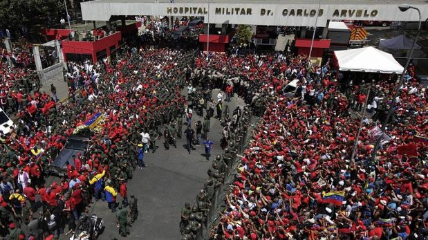 FOTOS: miles de venezolanos despiden féretro de Hugo Chávez por las calles de Caracas