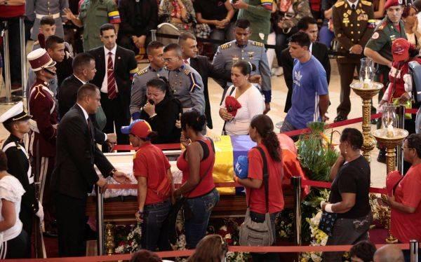 Ver el cadáver de Hugo Chávez es un verdadero viacrucis