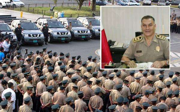 Jorge Flores Goicochea es el nuevo director de la Policía y Salazar es pasado al retiro