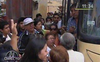 Pasajeros protestan por alza del 100% en precios de pasajes al sur chico