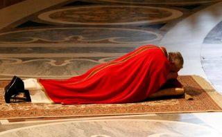 FOTOS: el papa Francisco encabezó su primer Vía Crucis en el Vaticano