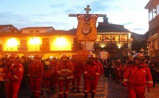 FOTOS: cientos de fieles acompañaron procesión del Santo Sepulcro en Cusco