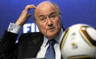 Joseph Blatter ve peligroso sancionar el racismo con pérdida de puntos