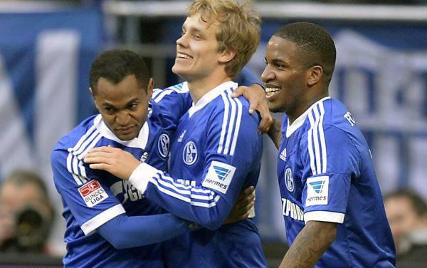 Jefferson Farfán jugó en triunfo 2-0 de Schalke sobre Werder Bremen