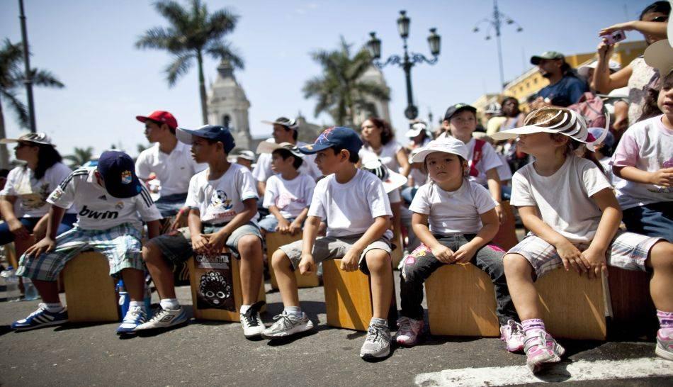 FOTOS: el cajón peruano reunió a 1.524 personas y batió su propio récord Guinness