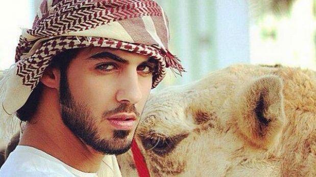 """El hombre que fue expulsado de Arabia Saudita por ser """"demasiado guapo"""""""