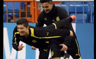 FOTOS: la 'amenaza' Robert Lewandowski entrenó hoy con Borussia Dortmund en el Santiago Bernabéu