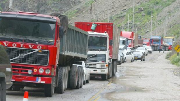 Casma: pobladores bloquean Panamericana Norte por muerte de comerciante