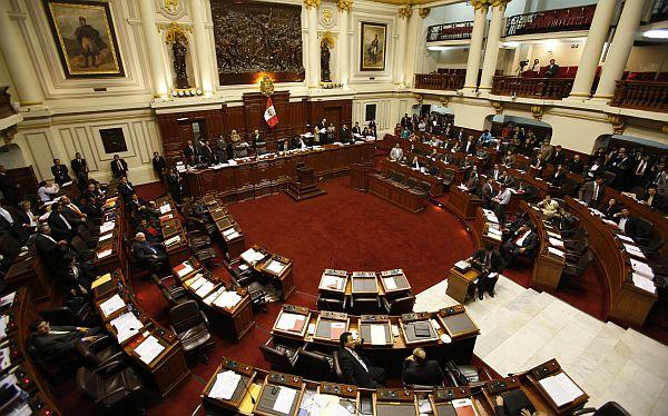 Postergan debate que pone fin a caótico régimen laboral del sector público