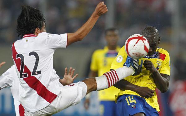 Edwin Retamoso, un volante de marca vital que es duda ante Colombia