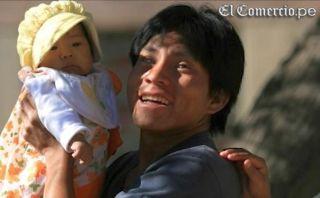 En el Día del Padre: la sacrificada vida de un papá invidente
