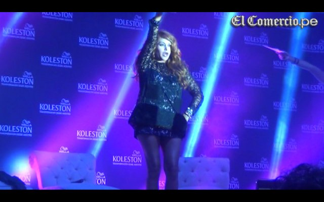 Paulina Rubio cambió de 'look' y se volvió pelirroja [VIDEO]