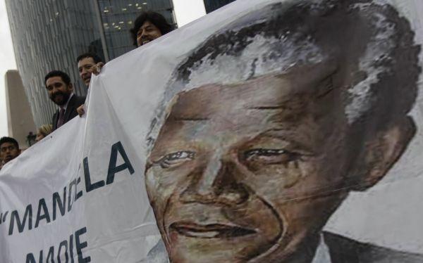 """Nelson Mandela sigue en estado """"crítico"""" y a veces """"inestable"""""""