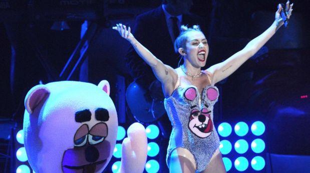 FOTOS: Revive la sugerente presentación de Miley Cyrus en los MTV VMA 2013