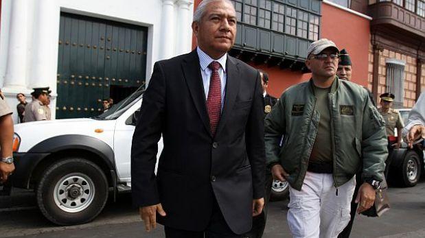 Wilfredo pedraza se re ne con ex ministros del interior for Ex ministro del interior