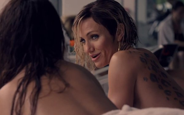 Charlize Theron Desnuda y Follando en Escena de Sexo