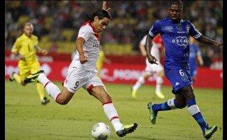 Falcao anotó doblete y el Mónaco aguanta la presión del PSG