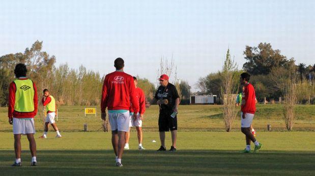 Con un lesionado Paolo Guerrero, la selección peruana entrenó con miras al partido ante Argentina [FOTOS]
