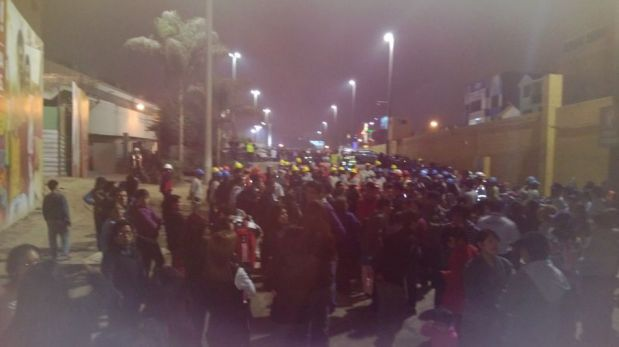 Peruanos participaron esta noche del simulacro de sismo y tsunami [FOTOS]