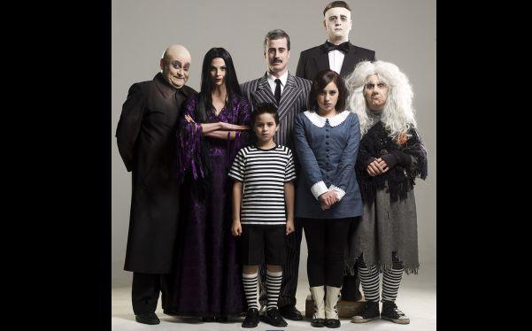 La Familia Addams Personajes. La Familia Addams Personajes With La ...