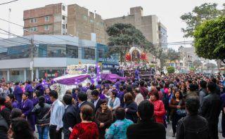 El Señor de los Milagros va del centro de Chiclayo a Pimentel en un tráiler [FOTOS]