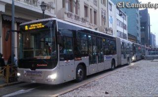 Buses del Metropolitano forman largas colas en estaciones del centro de Lima