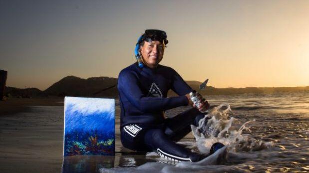 Conoce al artista piurano que pinta óleos debajo el mar