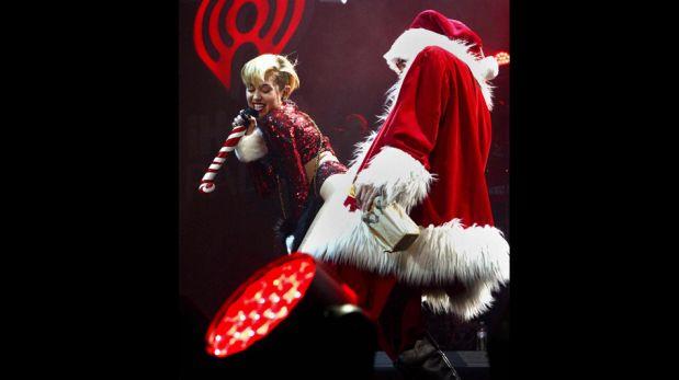 Miley Cyrus 'perreó' con Santa Claus en evento navideño de Los Ángeles [FOTOS]