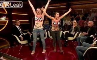 Dos activistas alemanas protestaron en 'topless' contra la FIFA [VIDEO]