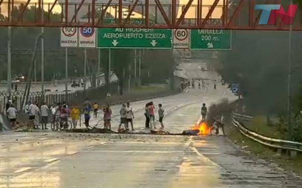 Argentina: bloquean autopistas en protesta por cortes de luz
