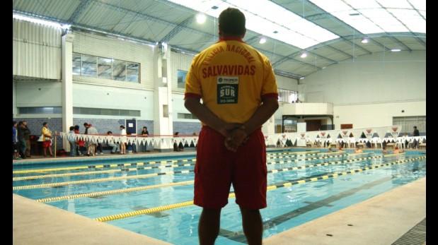 Alertan que salvavidas informales son contratados en for Salvavidas para piscinas