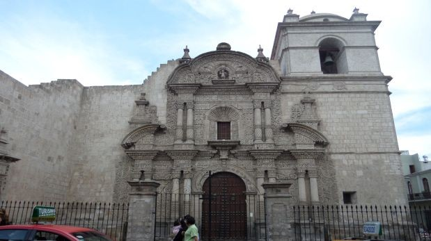 Investigador italiano revalora las iglesias arequipeñas