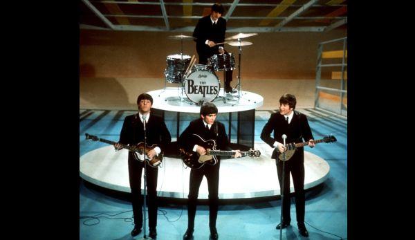 The Beatles en plena performance musical el legendario 9 de febrero de 1964. (Foto: AP)