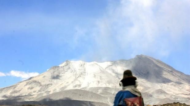 Volcán Ubinas: crece el temor por lava cerca al cráter