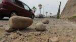 Costa Verde: piedra de acantilado cayó sobre auto en Barranco - Noticias de clinica ventura