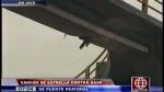 Surco: camión destruyó puente peatonal en Panamericana Sur - Noticias de john cosme