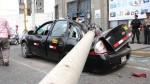 Poste cayó sobre un taxi en la Av. Grau - Noticias de marco salazar madueno