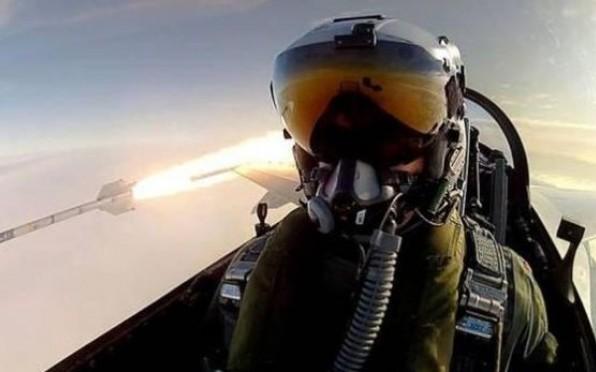 Yo y mi misil, selfie de un piloto da la vuelta al mundo