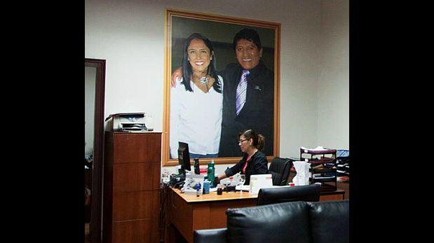 Congresista tiene foto de Nadine Heredia en su despacho