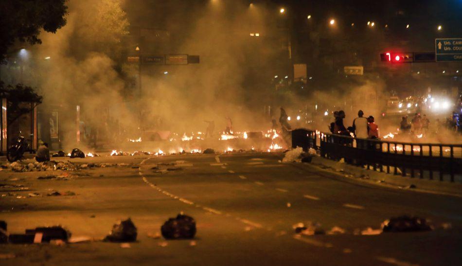 Sucede ahora: Represión en la Plaza #Altamira de Caracas