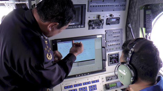 Detectan posible puerta del desaparecido avión de Malasia