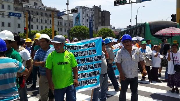 Más de 15 mil mineros reunidos en una marcha de protesta